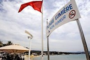 Специальный знак оповещает о том, что на пляже запрещено курить. // ouest-france.fr