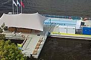 Бассейн установлен на реке Амстел. // iouarchitecture.blogspot.com