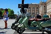 По Мадриду можно прокатиться на ретромотороллере. // diariodelviajero.com