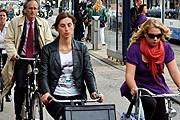 Горожане ездят на велосипедах более быстро и уверенно, чем туристы. // flybee.com