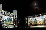 Видеокартины на стенах старинного замка // southernwales.com