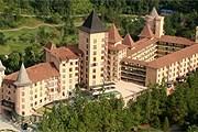 Отель выглядит как старинный замок. // thechateau.com.my