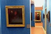 Стены выкрашены в непривычный для галереи цвет. // italymag.co.uk