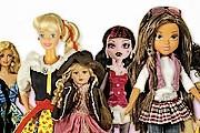 В музее представлены Барби в разных обличиях. // dollsland.eu