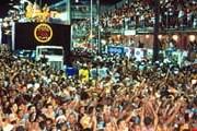 Карнавалы собирают тысячи гостей и участников. // biosferabrasil.com