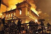 Ночью в Афинах горели здания. // AFP