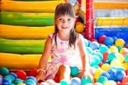 Для детей создана огромная игровая зона. // iStockphoto / YouraPechkin
