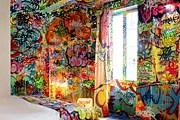 Один из номеров до середины расписан граффити. // auvieuxpanier.com