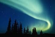 Красота северного сияния привлекает туристов. // russiaoutdoors.ru