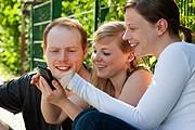 Все больше путеводителей скачивают владельцы смартфонов. // Stockphoto / EyeDesign