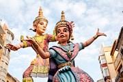 По улицам проходят процессии с участием кукол, изготовленных к празднику. // culleraturismo.com