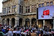 На экране будут транслироваться оперные постановки. // arcotelhotels-en.blogspot.com