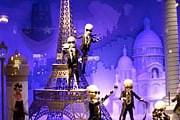 В витринах парижских бутиков будут выключать подсветку. // ook2mode.com