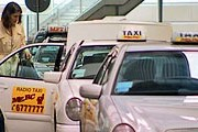 Пассажиров защитят от недобросовестных таксистов. // tvnwarszawa.pl