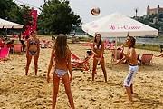 На пляже работают площадки для занятий спортом. // slowakei.com