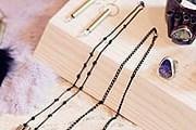Дизайнерские украшения и одежду можно приобрести на фестивале Dose. // travelandleisure.com