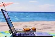 Посетители пляжа могут воспользоваться бесплатным доступом в интернет. // miamibeach411.com