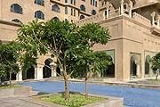 Здание отеля новое, но выполнено в традиционном для Джайпура стиле. // fairmont.com