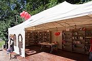Книги в библиотеке может взять любой желающий. // the-village.ru