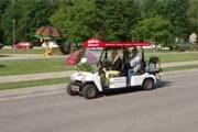 Электромобиль можно арендовать и без водителя. // impresso.lv