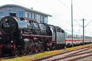 Поезд InterCity под паровозом // Tobias Pokallus