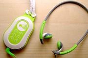 Небольшое устройство можно повесить на шею или положить в карман. // electronictourguide.com