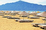 Отели не смогут занимать общественные пляжи. // iStockphoto / Gelia