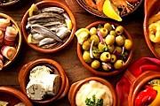 Во время праздника можно попробовать разнообразные виды тапас. // suitelife.com