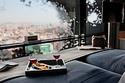 Гости отеля смогут любоваться панорамой города. // marriott.com