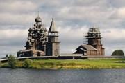 Храм поднят на один метр. // nnm.ru