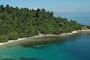 Отель расположен на острове Гая. // gayaislandresort.com