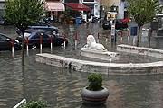 Центр Неаполя затоплен. // NewsInfophoto