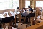 Картонный ресторан пользуется популярностью. // brianstaiwan.com