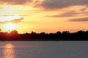 Живописный берег реки Иравади. // orient-express.com