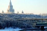 Воробьевы горы - одна из популярных достопримечательностей Москвы. // moscow.kidsters.ru