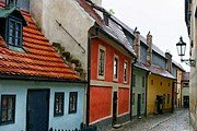 Золотая улочка будет открыта для бесплатного посещения. // czechtoys.cz
