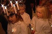 Шествия со свечами проходят по всей стране 13 декабря. // nrk.no