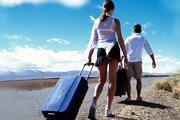 Туристы уезжают с островов. // GettyImages