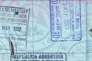 Пограничный штамп Парагвая // flickrhivemind.net