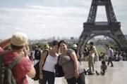 Париж не теряет популярности. // AP