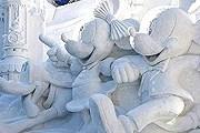 На фестивале представлено 216 скульптур из снега и льда. // telegraph.co.uk