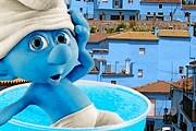 Деревня смурфов привлекает туристов. // dunkincoffee.es