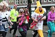 Участники марафона одеваются как рок-музыканты и панки. // iamsterdam.com