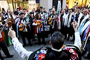 Музыканты будут выступать на улицах города. // lavozdegalicia.es