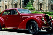 В пробеге принимают участие автомобили 1927-1957 годов выпуска. // netcarshow.com