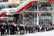 Зрителям приходится выстаивать двухчасовую очередь, чтобы попасть на выставку. // Delphine Goldsztejn / Le Parisien / PhotoPQR / MAXPPP