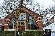 Здание музея возведено над оригинальным домиком Петра I. // summagroup.ru