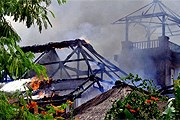 Сгоревший отель – фото очевидца. // Дарья Карабанова
