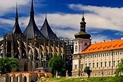 В городе открывается туристический сезон. // wallpaperswiki.org