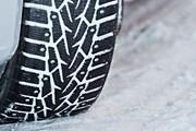 Если холода продержатся дольше 8 апреля, резину можно не менять. // tyres.spb.ru